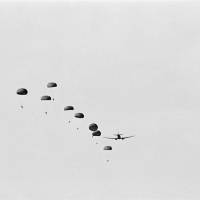 parachutes, 1987